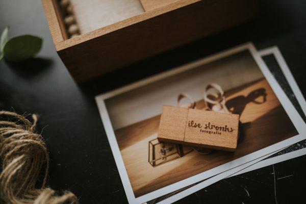 Handmade houten usb voor fotografen met logo gegraveerd